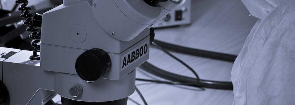 Untersuchung einer defekten Festplatte im Reinraum Labor
